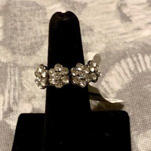 """Jewelry - Clear stone flower elastic band ring 7 1/2"""""""